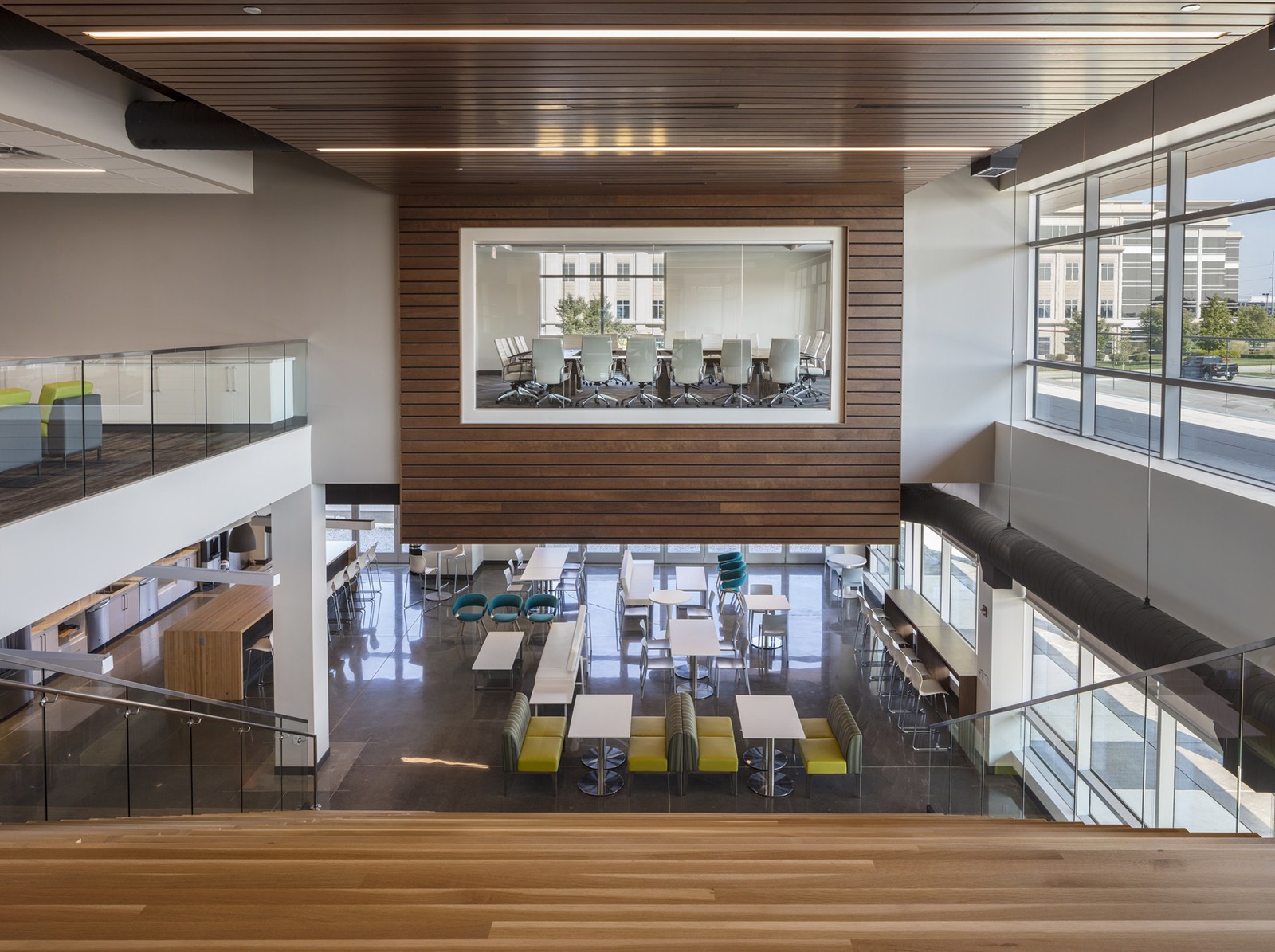 A Tour Of Selectquote S Elegant Overland Park Office Officelovin 39