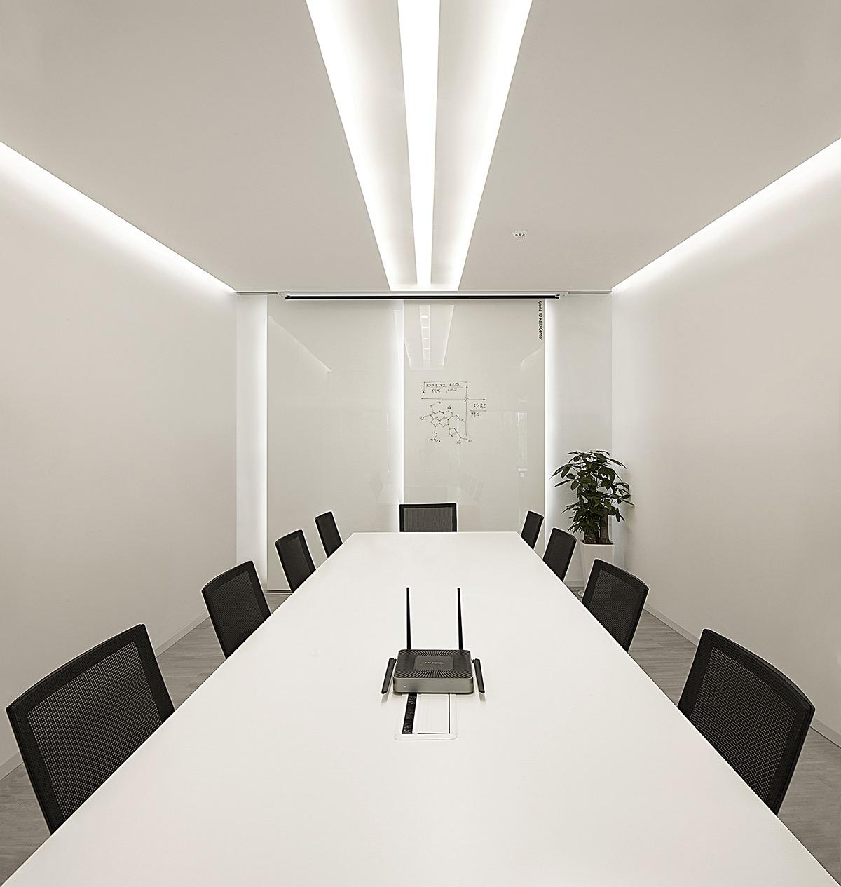 harbin-gloria-office-11