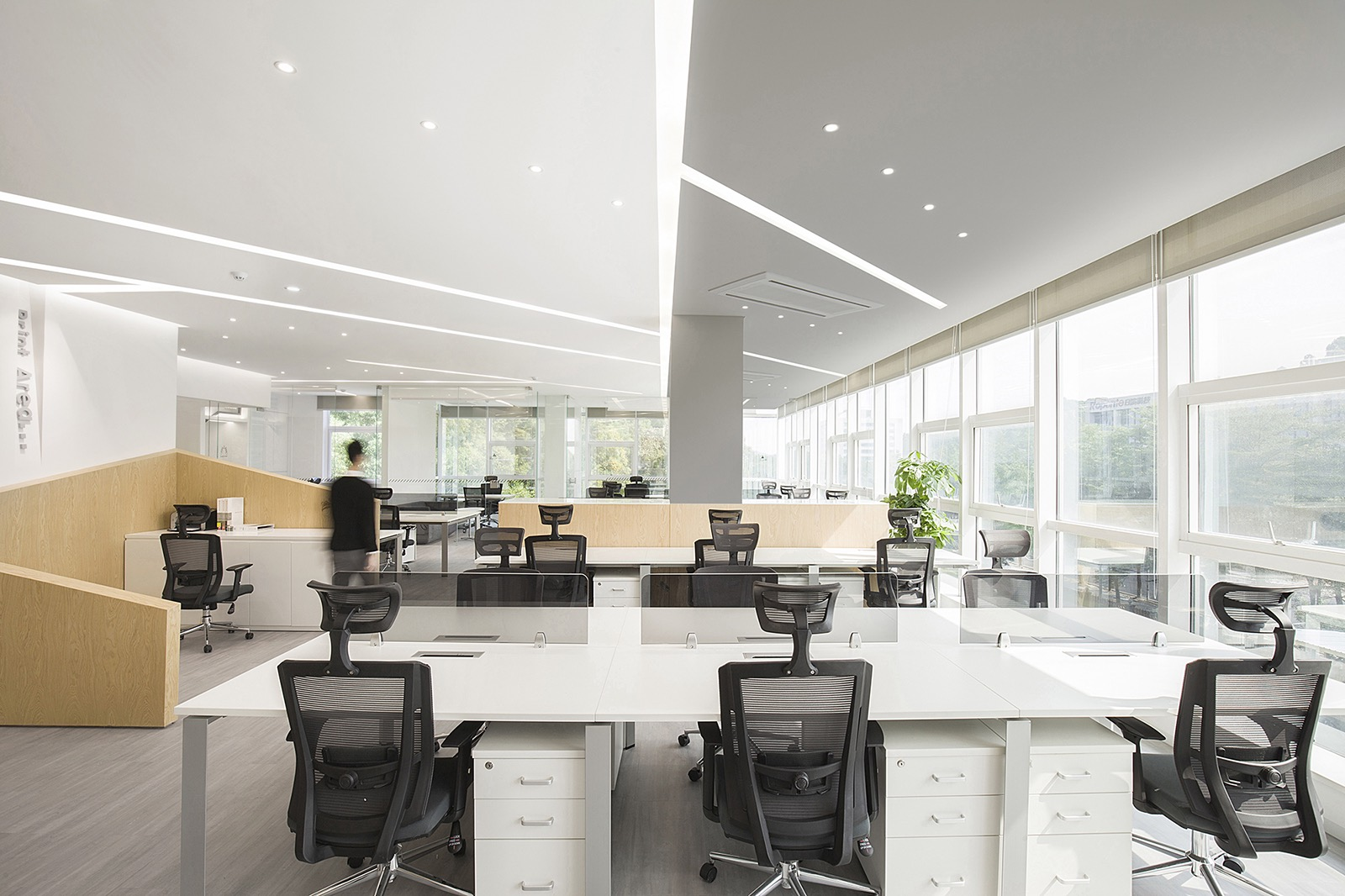 harbin-gloria-office-8