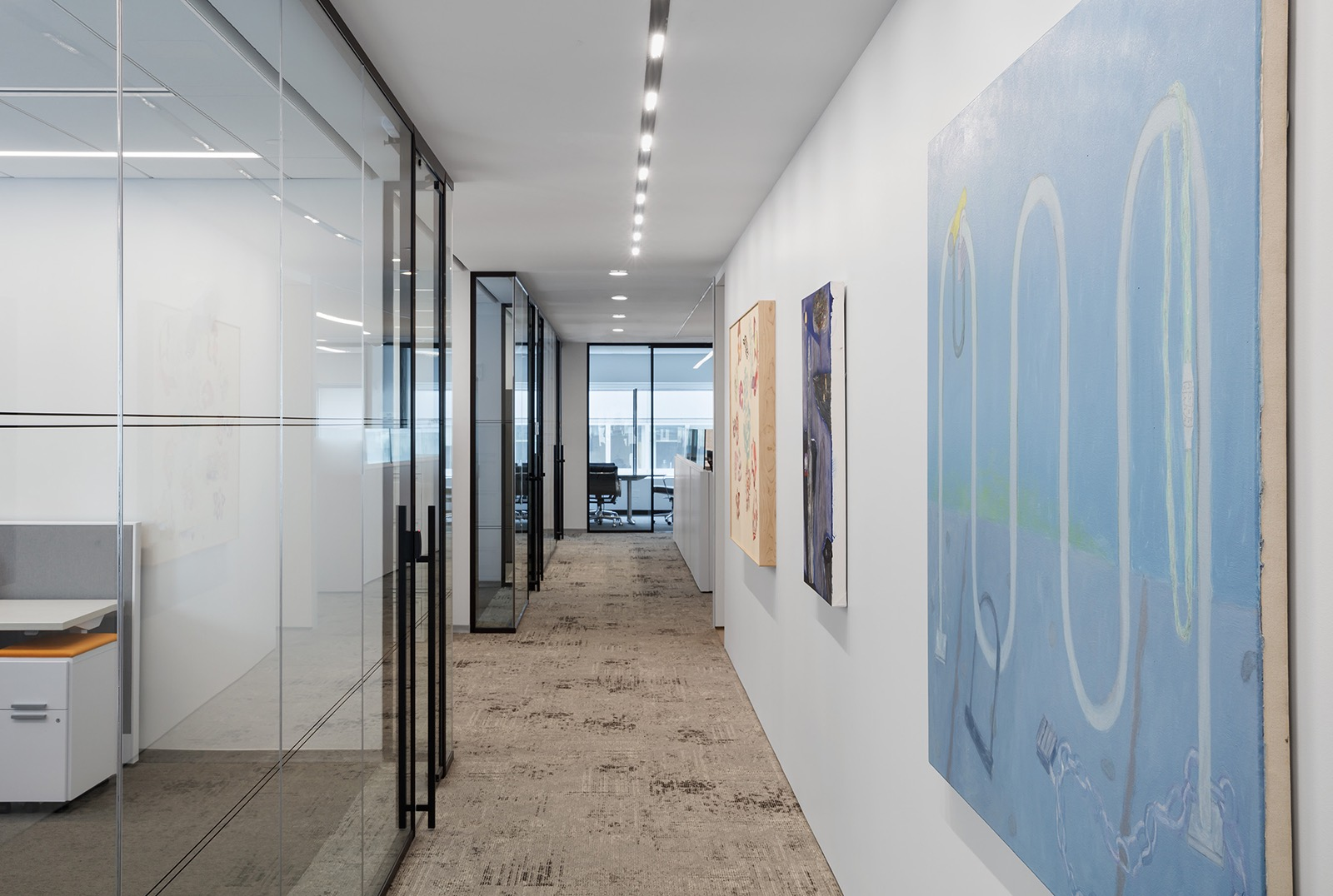 A Look Inside Aspen Insurance\'s Minimalist NYC Office - Officelovin\'
