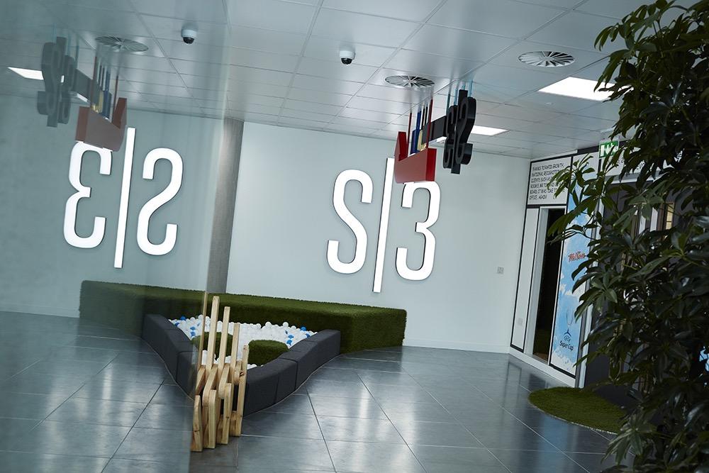 s3-advertising-office-4