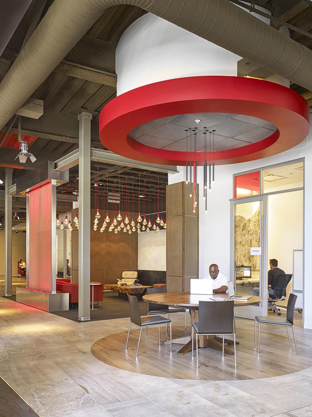 A Tour of Netflix's Los Gatos HQ - Officelovin'