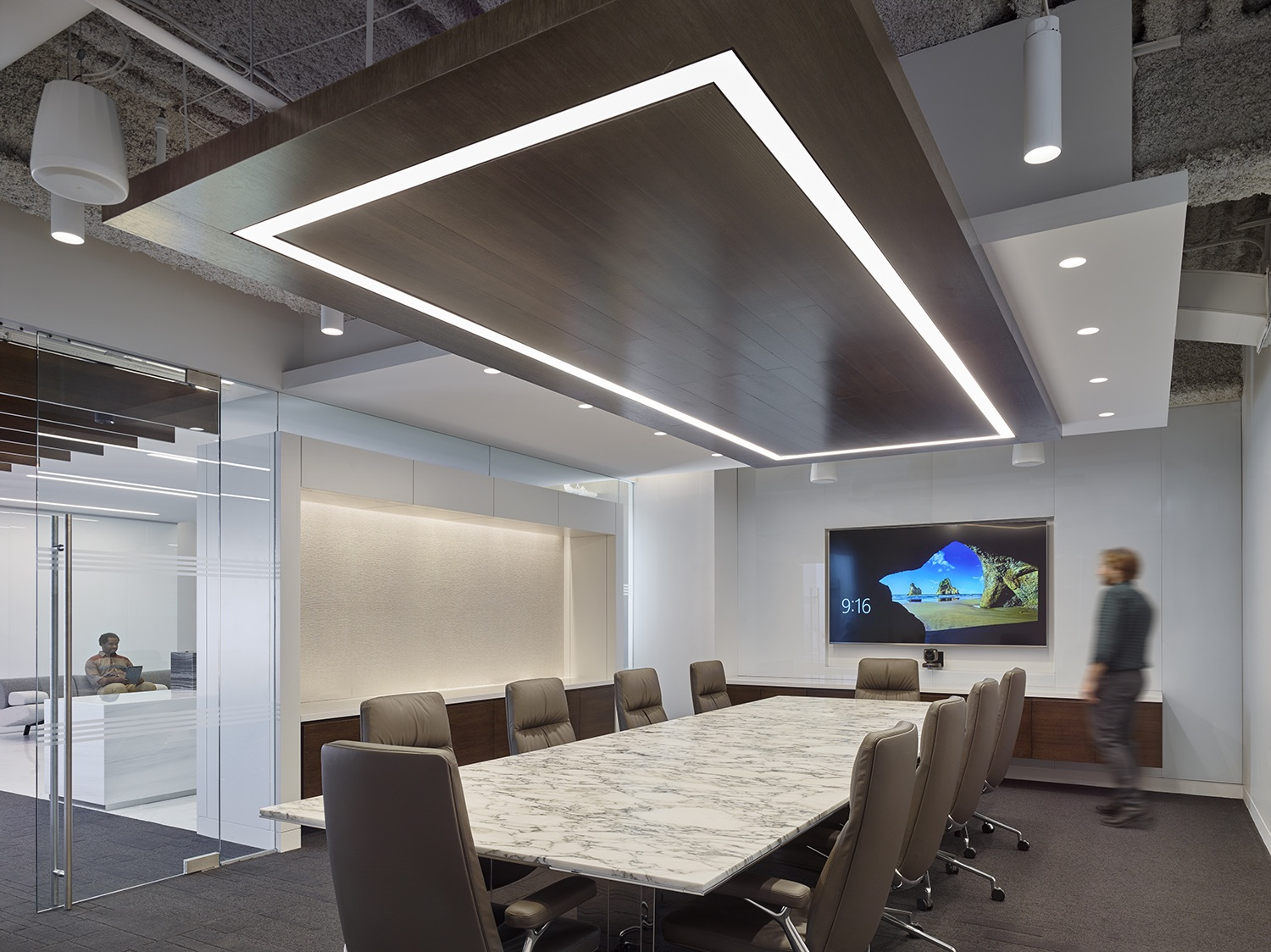trading-screen-nyc-office-1