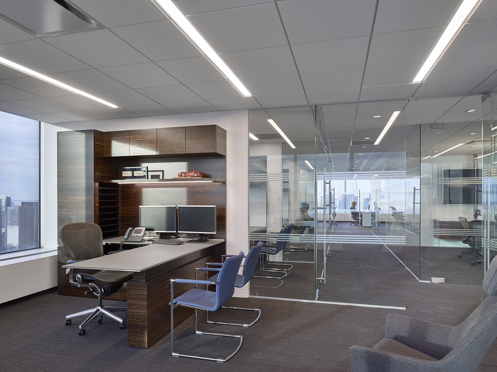 trading-screen-nyc-office-3