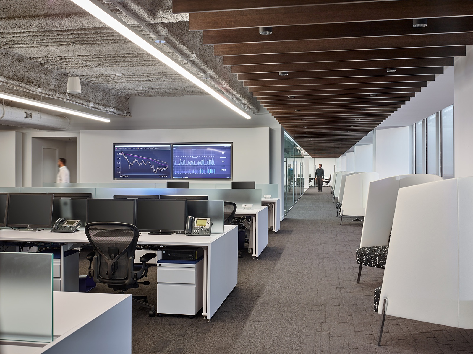 trading-screen-nyc-office-7