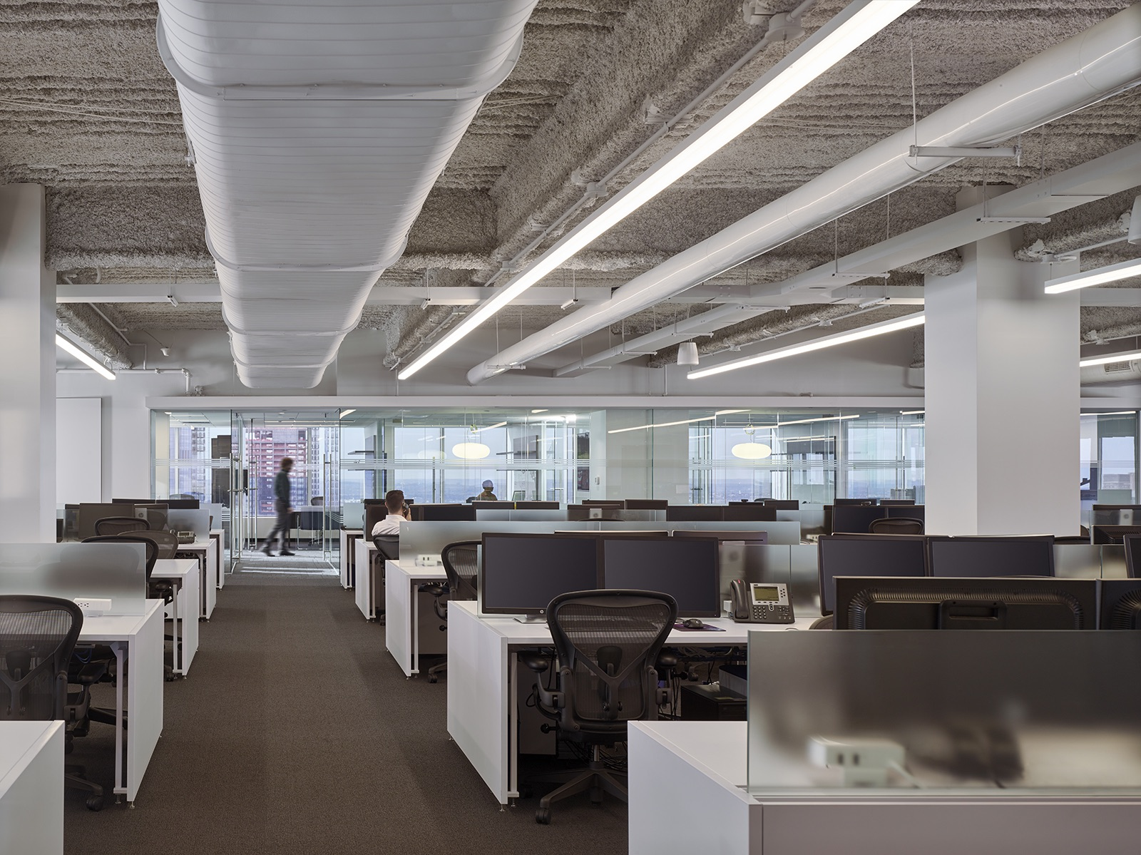 trading-screen-nyc-office-9
