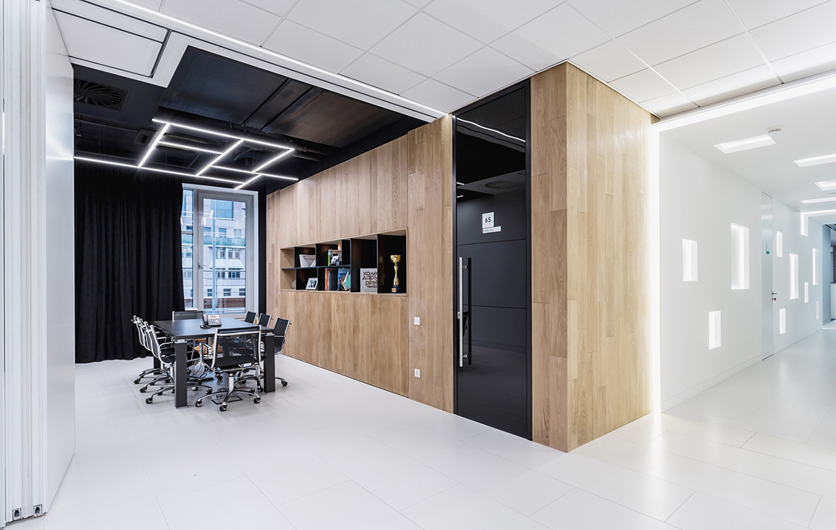A Look Inside RD Construction's Minimalist Moscow Office