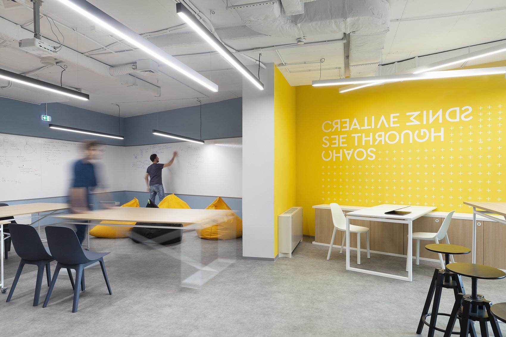 innovative home office decorating ideas | A Look Inside Accedia's Modern New Sofia Office - Officelovin'