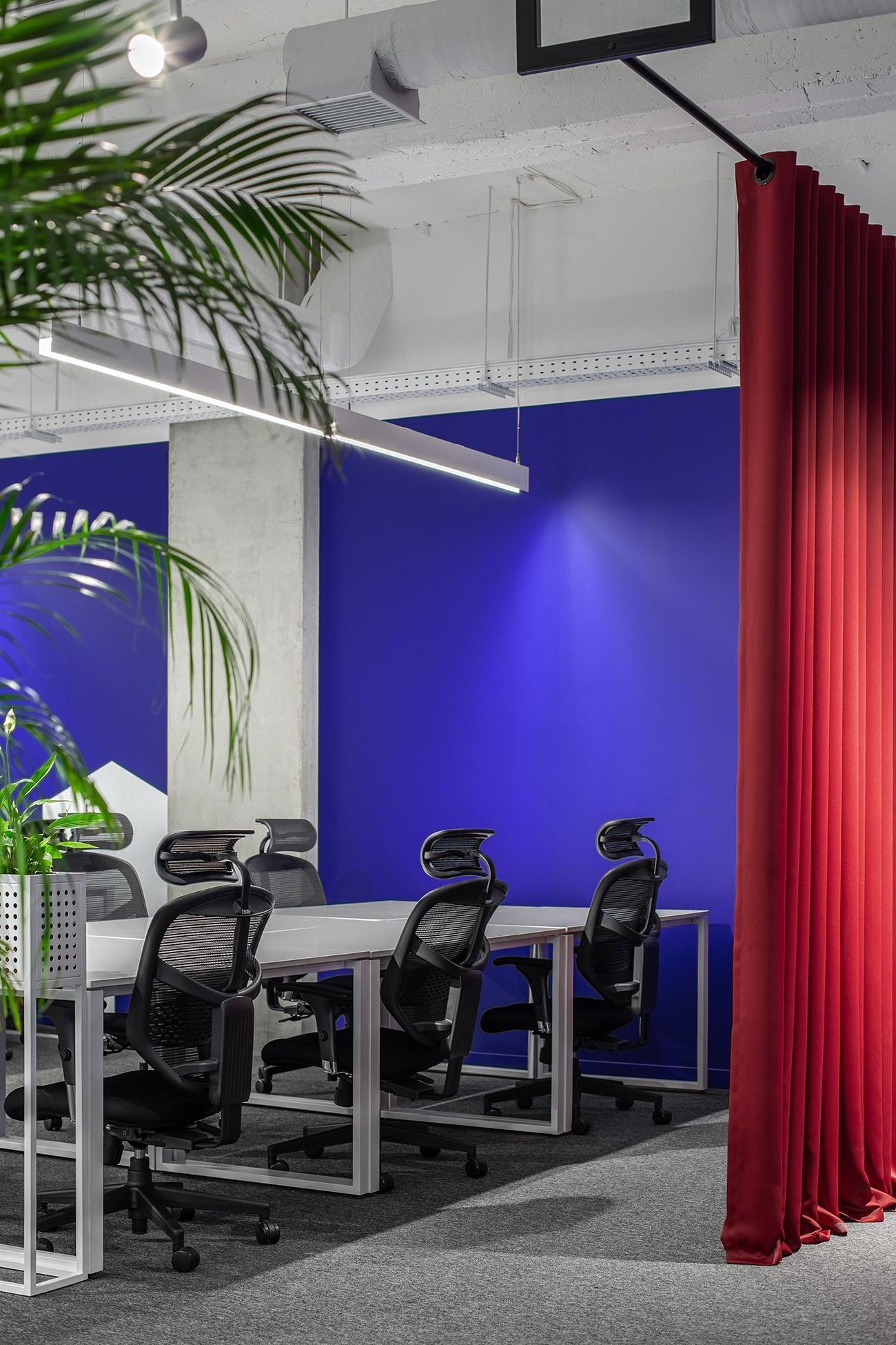 socialtech-office-10