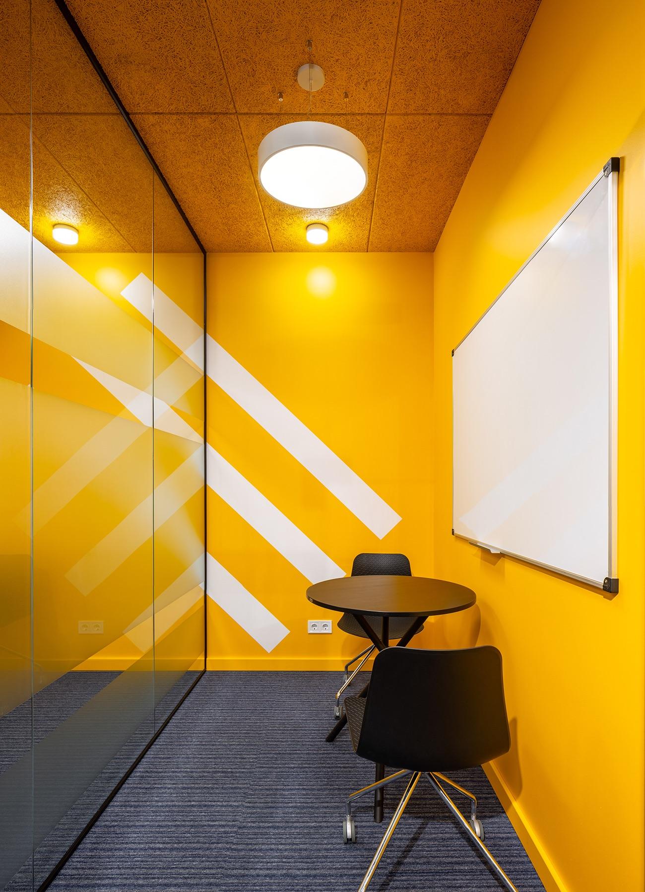socialtech-office-113