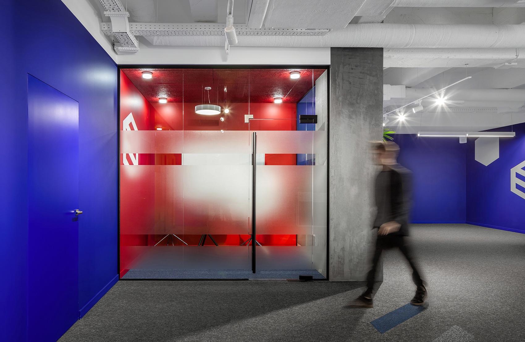 socialtech-office-116