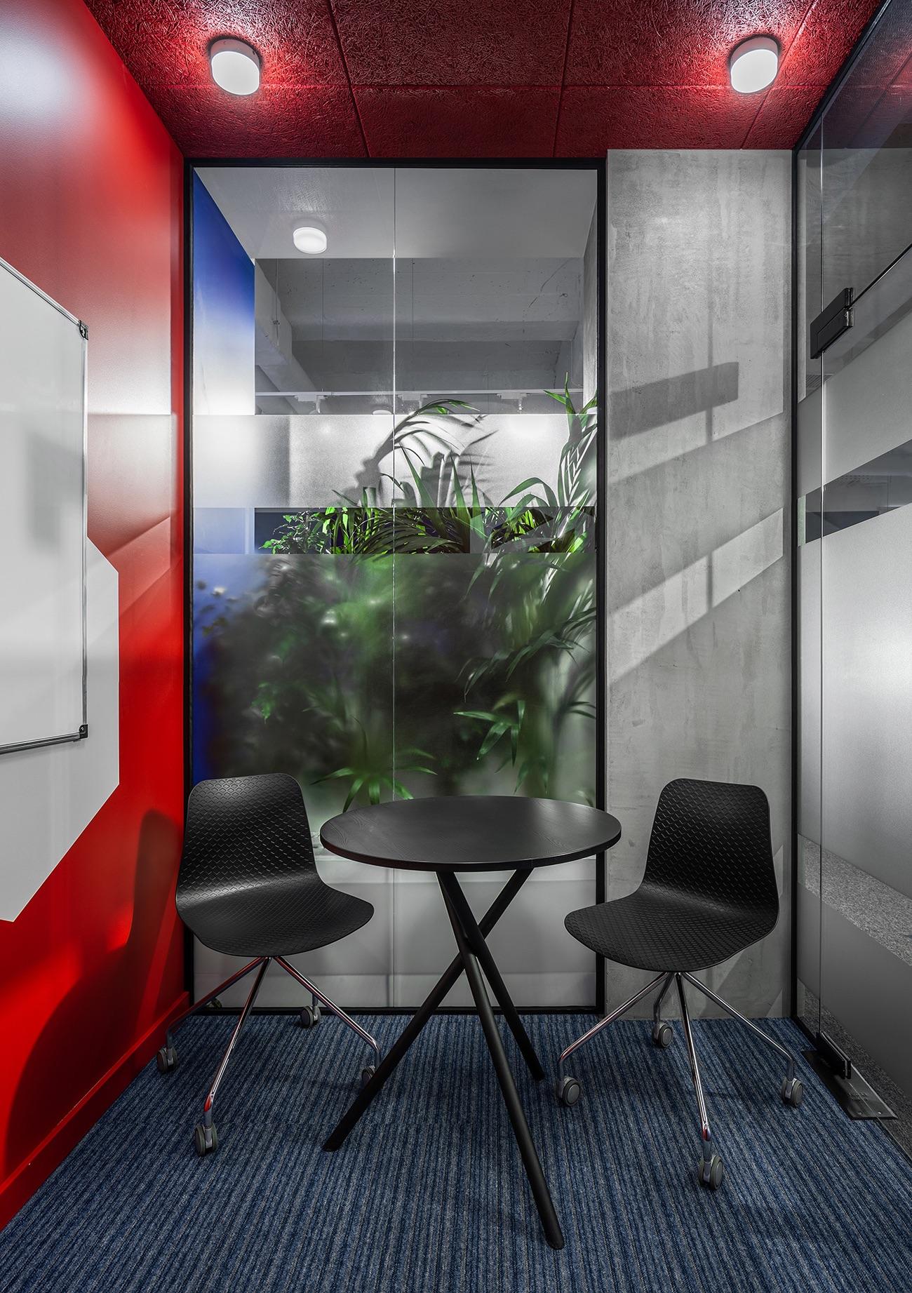 socialtech-office-117