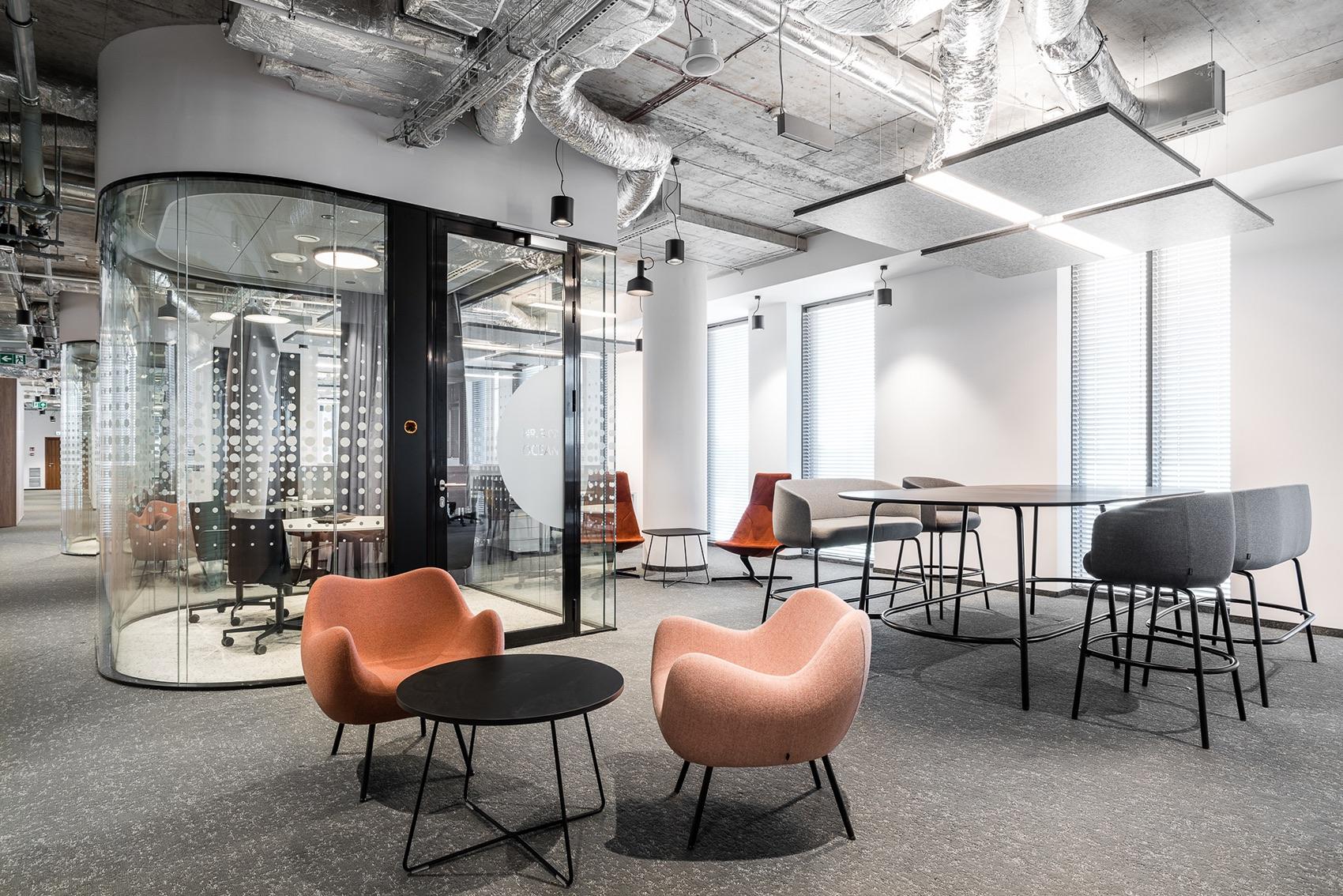 A Tour of Santander's Elegant Lublin Office