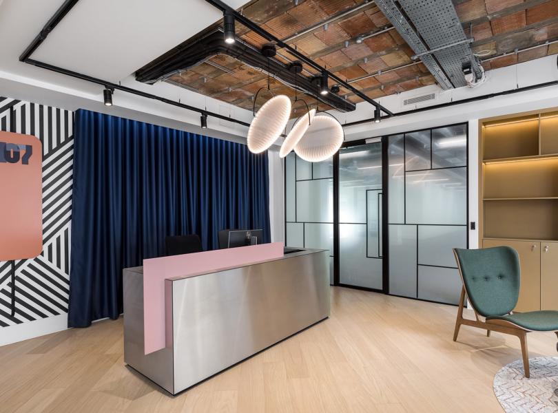 grays-in-office-1