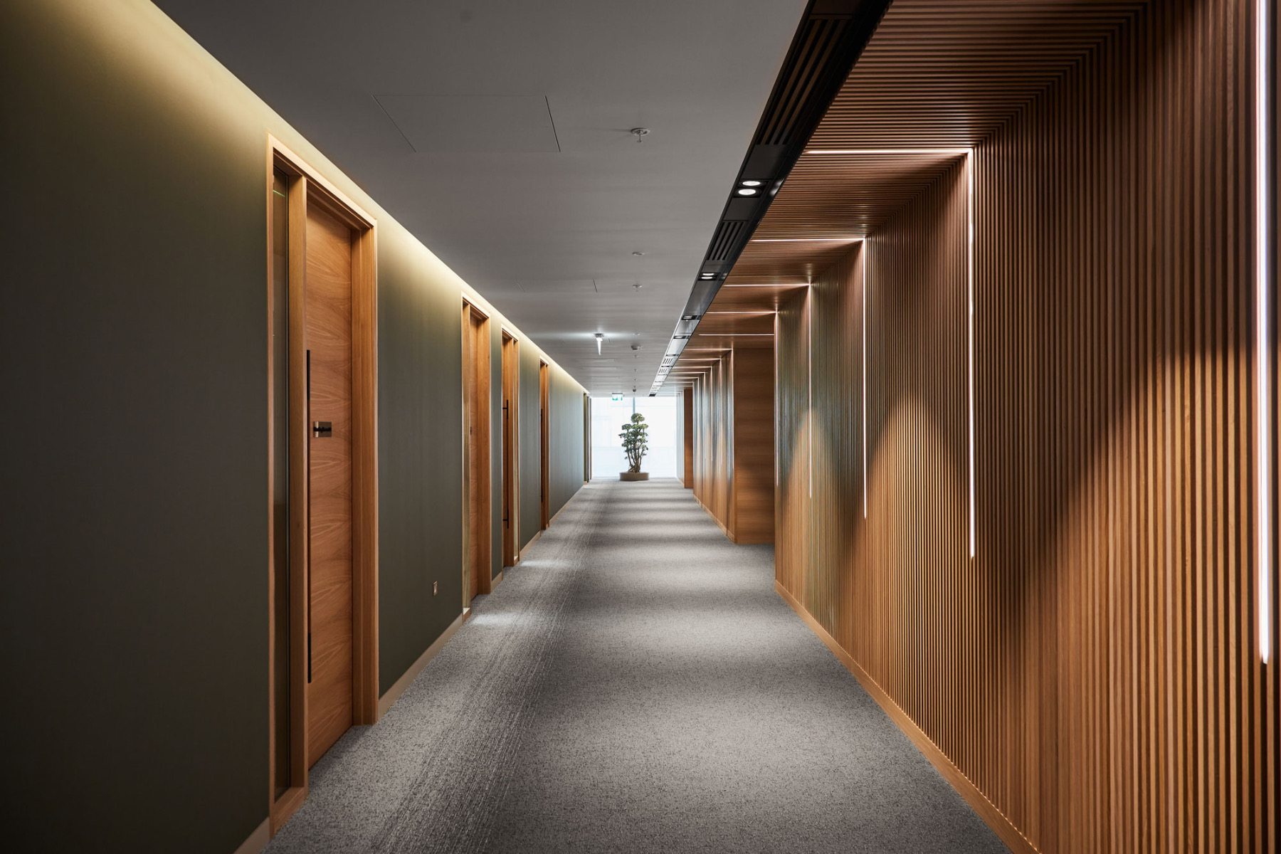 financial-servises-office-london-7