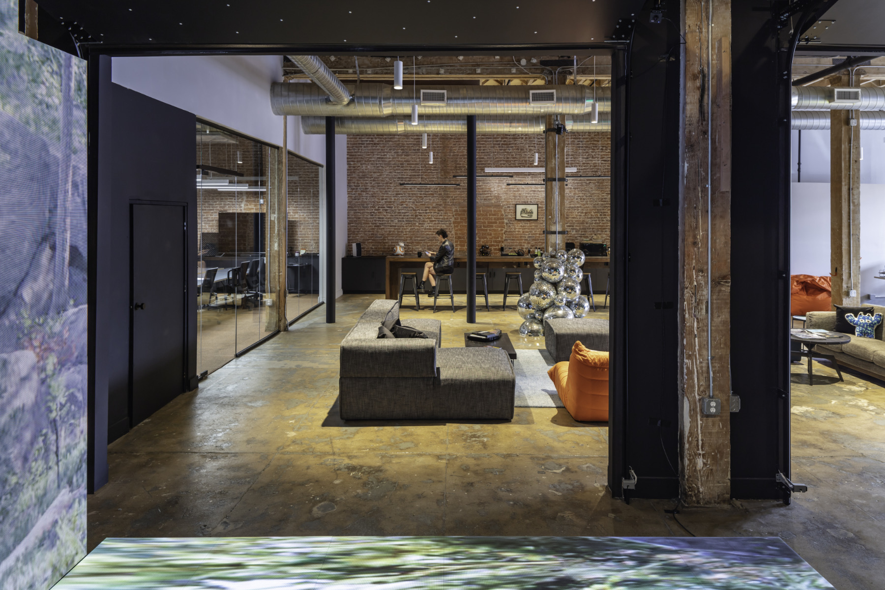 disguise-los-angeles-office-12
