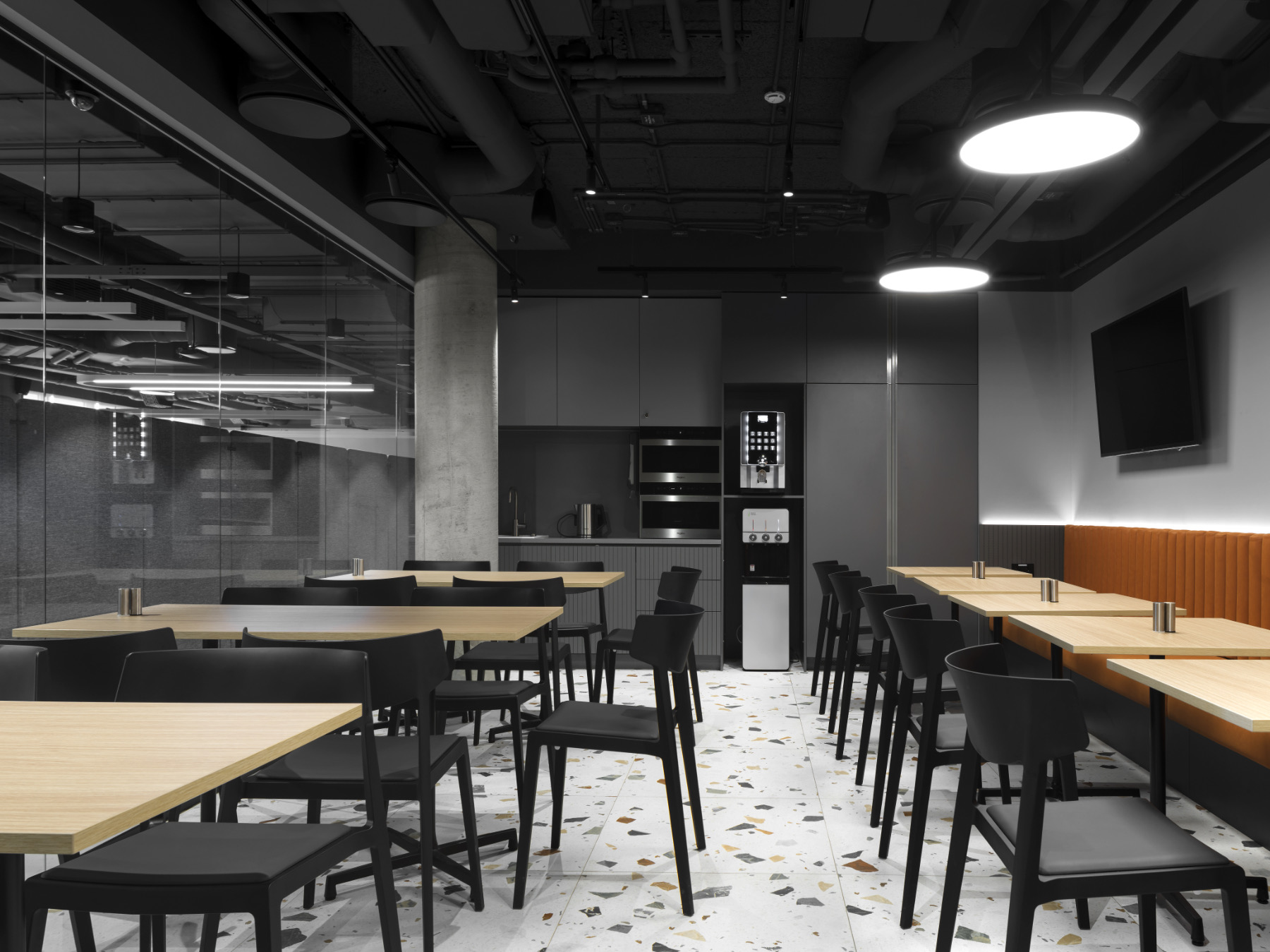 simple-moscow-office-11