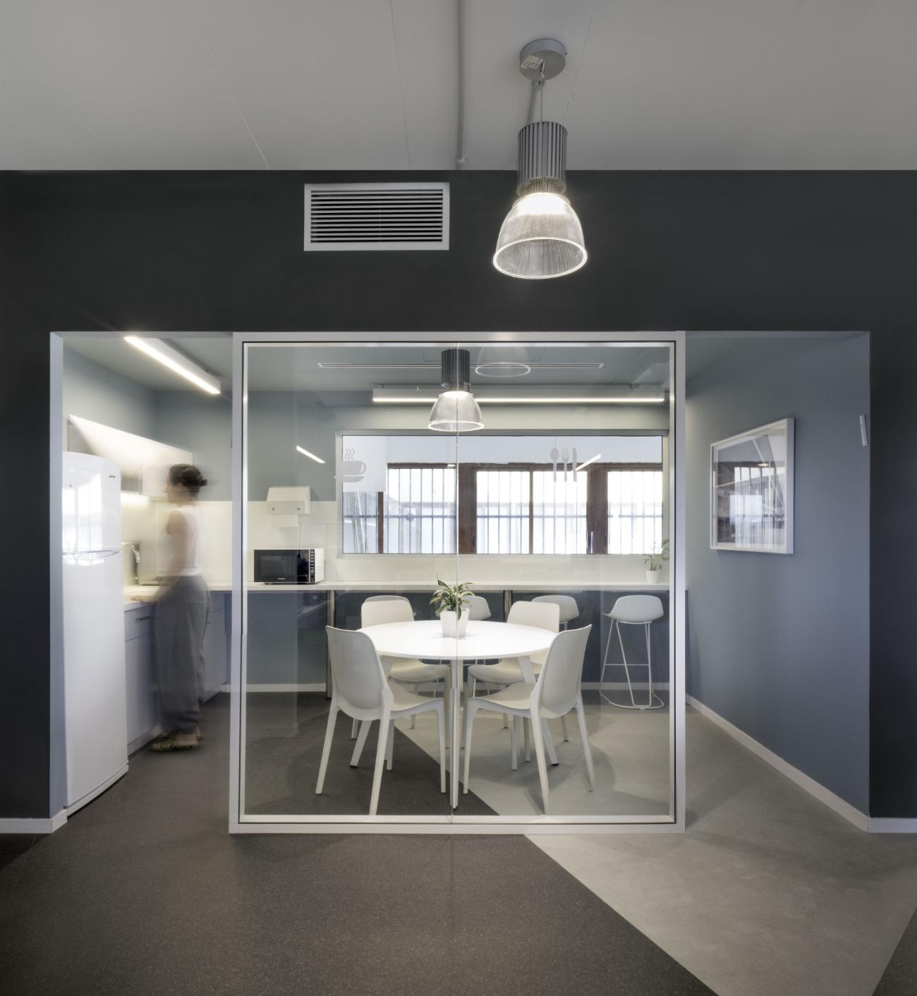 alum-eshet-office-2