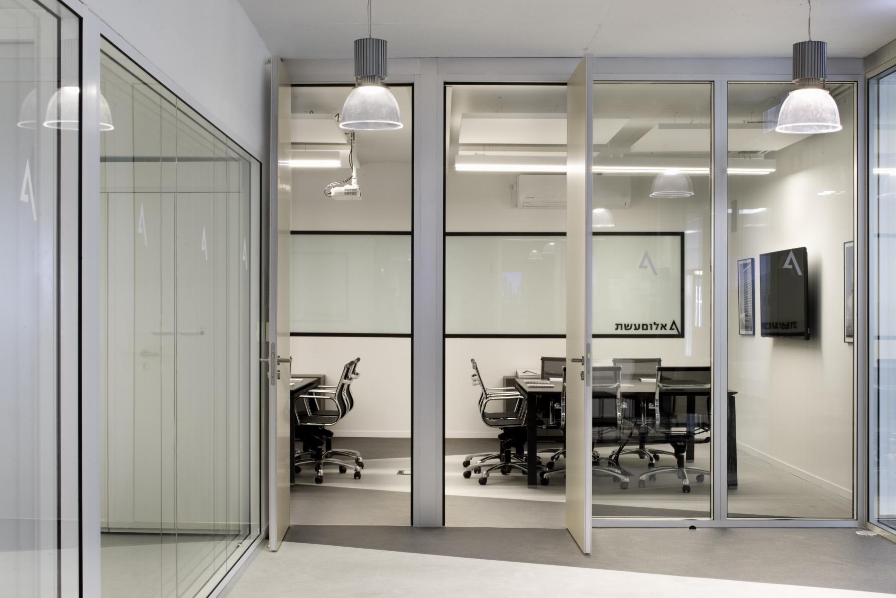 alum-eshet-office-8